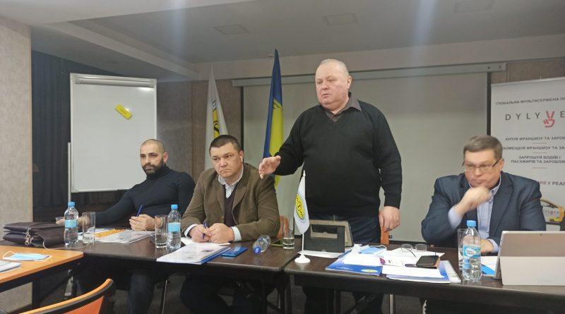 В Україні з'явиться ТАКСІ для людей. На ринок України виходить компанія «DYLYVER», яка зареєстрована в Англії.